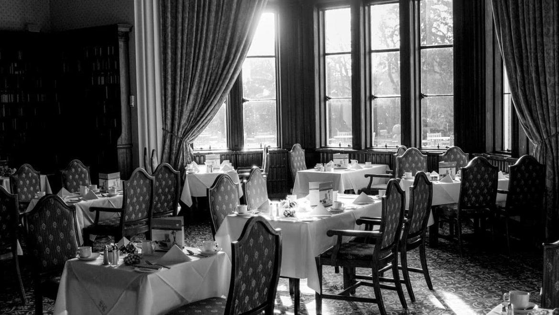 האם משגיח כשרות צריך להיות נוכח כל הזמן במסעדה כשרה?